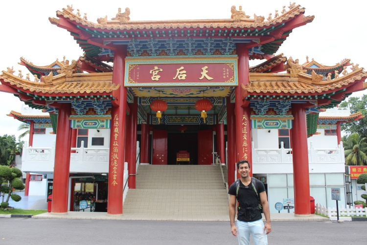 Zach in front of Thean Hou temple entrance